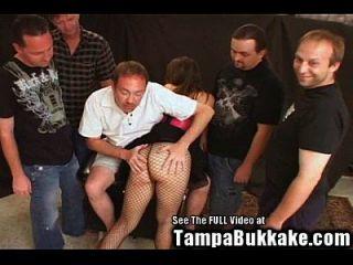jovem esposa quente gang bang bukkake!