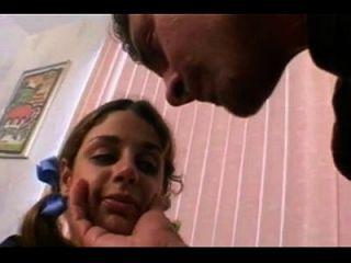 Adolescente peludo fofo tem tubo de pornografia pela primeira vez 1671917