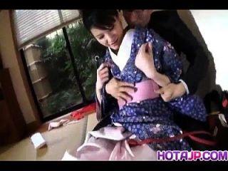 Naughty asiático babe suzuki chao perde quimono antes de chupar galo