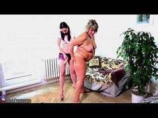 oldnanny velha mãe gorda está brincando com teen e sextoy strapon.720p mais sobre lesbian sex.ml