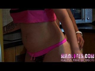 Madlifes.com reality show porno español mamada de yarisa a salva en cocina