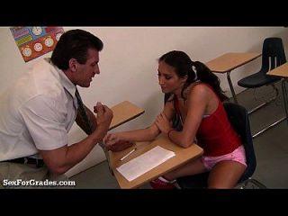 Teen puta seduz o professor depois da aula!