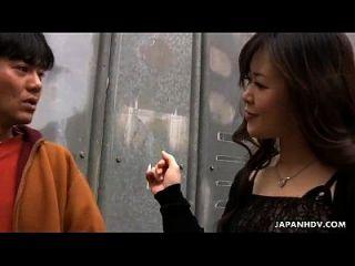 A puta asiática é fodida e também o brinquedo está fodido