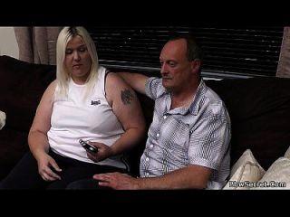 ela sai e o marido engana com bbw loira