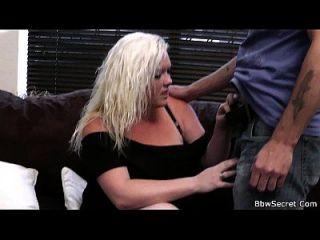 marido trapaceando com loira loura sexy