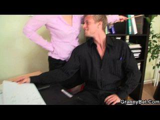 ele foda mulher de escritório maduro e naughty