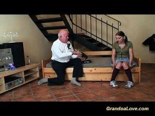 menina adolescente fofa foda um cara velho