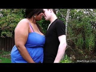 Slim guy fucks ebony bbw gf por trás