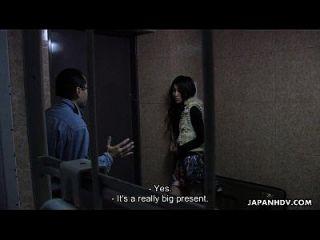 bunda asiática com babada tem uma sessão de troca de gangues