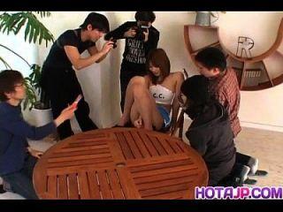 ai kurosawa despertando tokyo babe expõe grandes seios e bichano peludo para bater