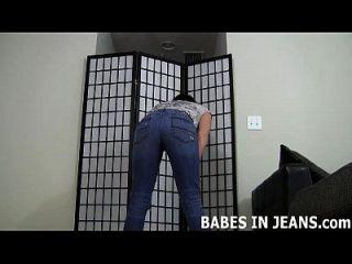 Eu adoro a forma como estes jeans apertados da pele fazem meu olhar olhar joi