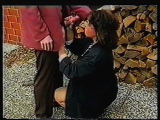 Effie buster obter blowjob público quente para engolir
