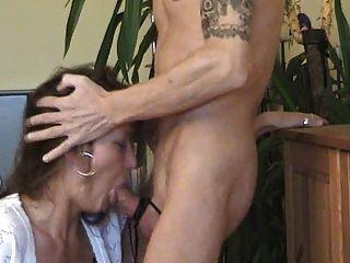 Esposa alemã deepthroat gagging bj