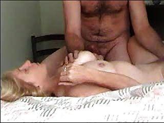 Minha esposa tem um orgasmo gritando