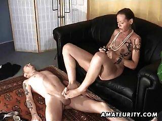 Amador, puxando o pé e mamada com a ejaculação facial