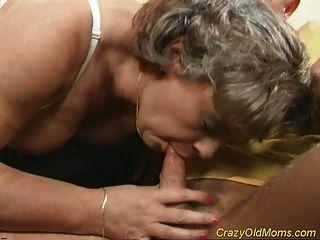 Louca velha mamãe fica fodido galo e sexo escritório blowjob
