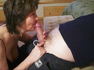 A avó sabe dar um blowjob