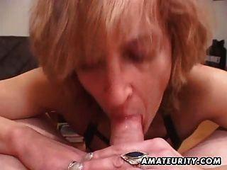 Mulher amadora madura dá cabeça com cum na boca