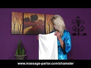 Skinny blonde teen massagem blowjob menina e corrida
