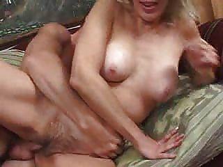 Mais velho e horny verdadeiro sexo esposa madura 2 dudenwk