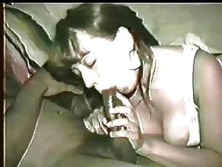 Esposa fica pau preto demasiado cremoso assim marido incentiva-la a limpá-lo com a boca!por favor comente!
