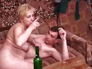 Russo maduro com rapaz