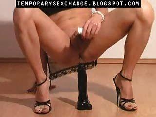 Feminização do corpo e dos pés masculinos em uma troca sexual temporária