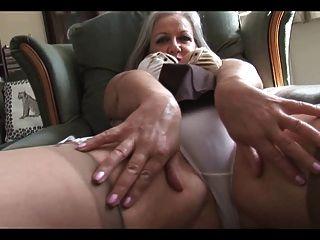Atraente, busty, granny, striptease