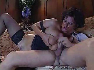 Italiana madura tia foda com cara jovem