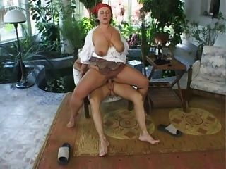 Big butt alemão maduro 2
