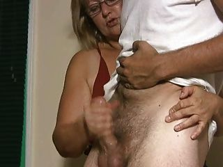 Madura chubby blonde gosta de dar mão empregos
