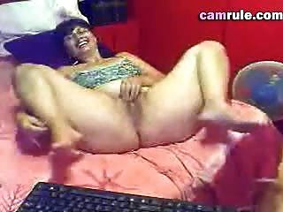 Mulher madura masturbates
