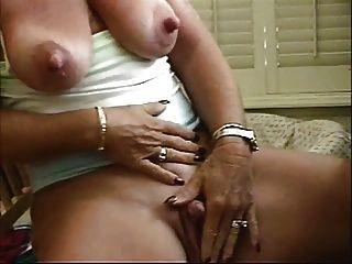 Slut granny big nipples acariciando seu grande clit