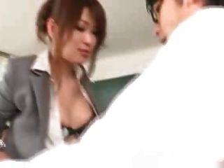 Professor japonês fodido por seus alunos e professores 1