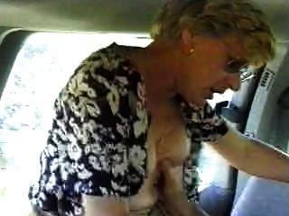 Esposa fodida em um carro marido está filmando