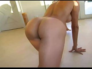 Hot mom monique fuennettes joga com menino brinquedo