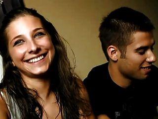 Jovem casal espanhol