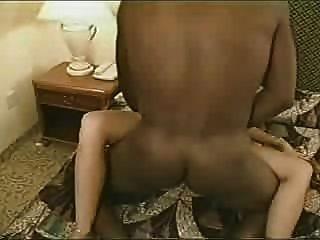 Hot real esposa tem amante preto cum no anel de casamento licks-lo então ele creampies seu pt 2