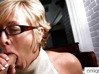 Hot granny seduz estudante