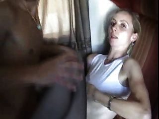 Um jovem fode sua mãe em um trem