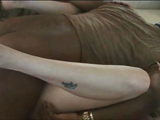 Mulher branca lisa recebe preto cum pt 1
