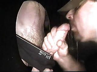 Studowed cocksucker recebe um facial em gloryhole de galo grande