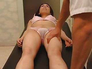 Massagem de saúde se transforma em sexo parte 1