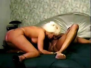 Mulher loira quente madura é fodida por bbc