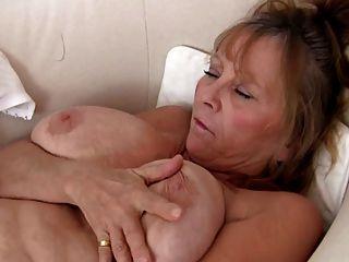 Avó sexy masturbando