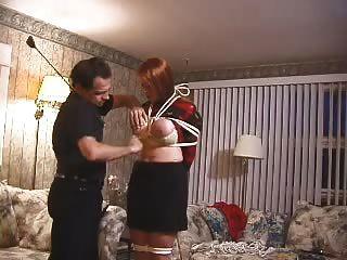 Busty escravo amador obtém tetas bateu, torturado e encerado