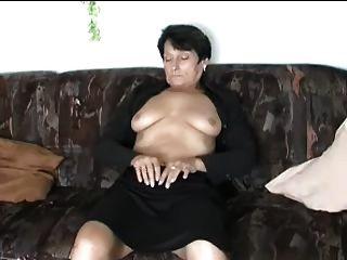 Tiras maduras e dedos-se ao orgasmo