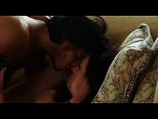 Madura mãe quente com o homem jovem
