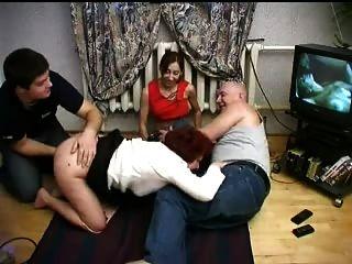 Família fodendo em foursome