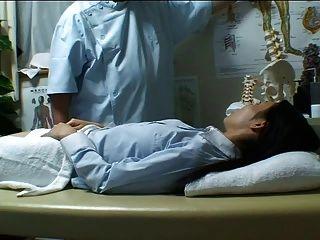Menina japonesa massageada e fodida lustily